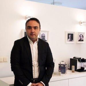 دکتر امیر اخلاصی از صاحبنظران عرصه برندسازی کشور و مدیر یک شرکت مطرح بازاریابی هستند که روشهای برندسازی را به ما می گویند.
